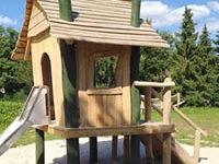Make Your Kids Happy by Building Them a Playhouse