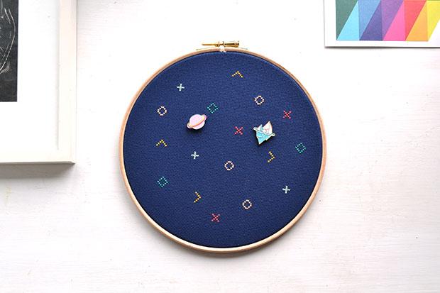 frankie exclusive diy: embroidery hoop pin board