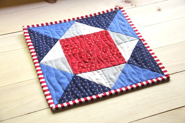 Tutorial – Pinwheel Square Mini Quilt