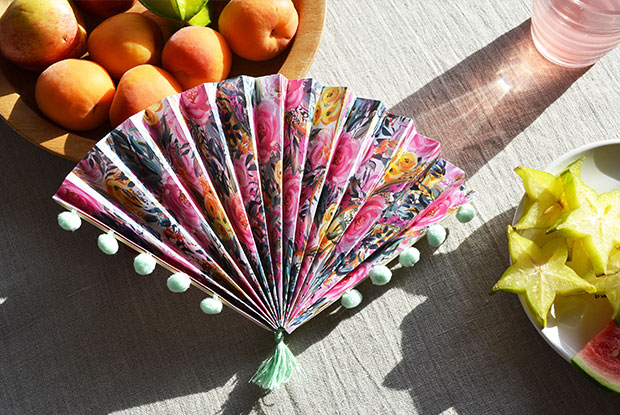frankie exclusive diy: pom pom paper fan