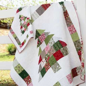 Charm Pack Christmas Tree – Free Quilt Pattern