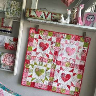 Mini Heart Wall Quilt – Free Pattern