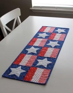 Patriotic Stars Table Runner – Free Pattern